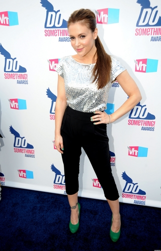 2010 vh1 do something awards - arrivals