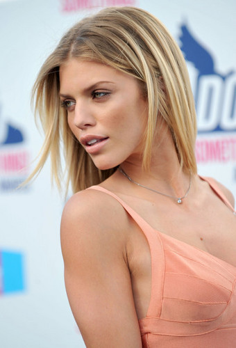 Annalynne @ the 2010 VH1 Do Something Awards  - 90210 Photo