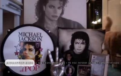 http://images2.fanpop.com/image/photos/13900000/Bedroom-of-Paris-Encino-CA-D-prince-michael-jackson-13909748-400-252.jpg