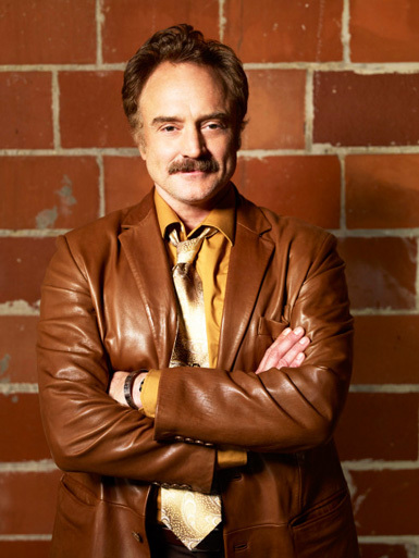 Dan-Stark-played-by-Bradley-Whitford-the-good-guys-13962401-385-513.jpg