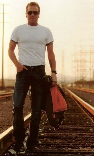 Jack Bauer solo on the Tracks