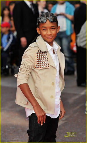 Jaden lookin all cool !...Smith family is the BEST!!