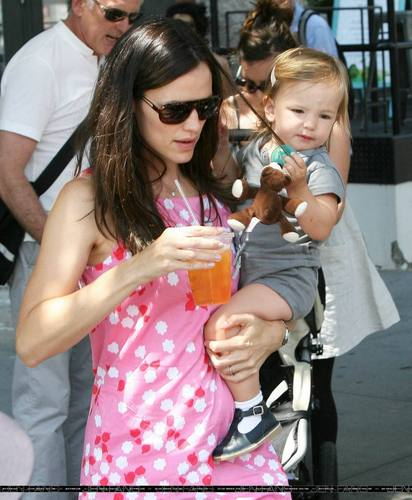 Jen, violet and Seraphina having lunch in NY!
