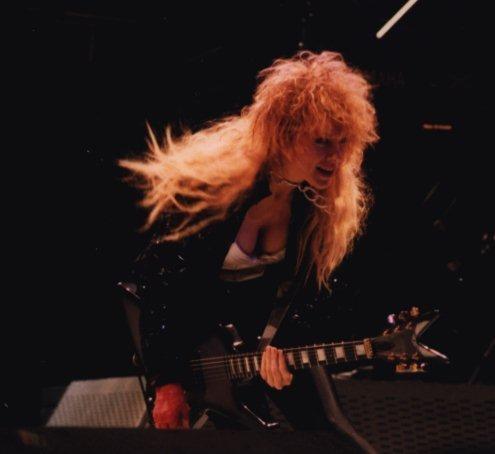 Nancy Wilson on 기타