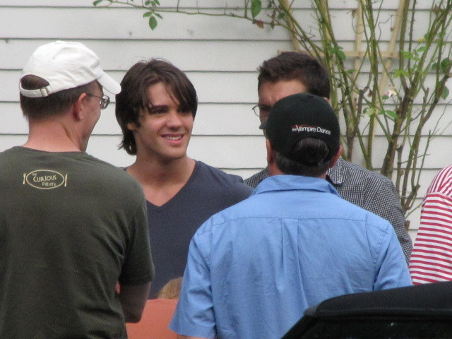 http://images2.fanpop.com/image/photos/13900000/TVD-On-Set-Season-2-the-vampire-diaries-tv-show-13906131-640-480.jpg