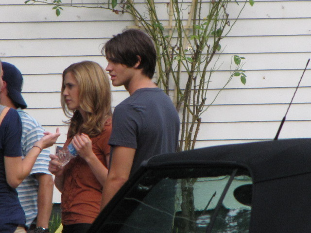 http://images2.fanpop.com/image/photos/13900000/TVD-On-Set-Season-2-the-vampire-diaries-tv-show-13906135-640-480.jpg