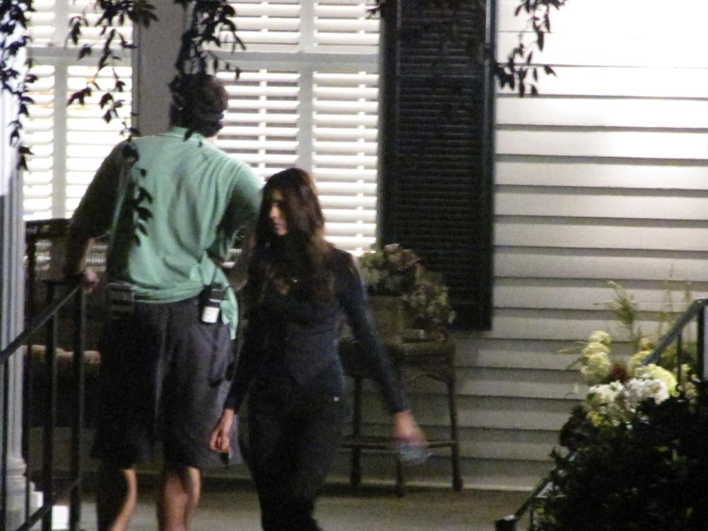http://images2.fanpop.com/image/photos/13900000/TVD-On-Set-Season-2-the-vampire-diaries-tv-show-13906201-1024-768.jpg