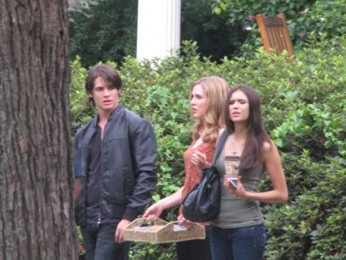 TVD on set Season2 - The Vampire Diaries TV Show 500x375