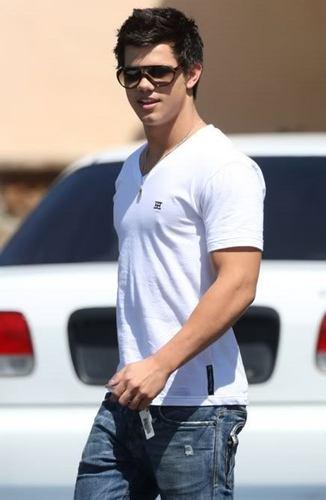 Taylor Lautner <3