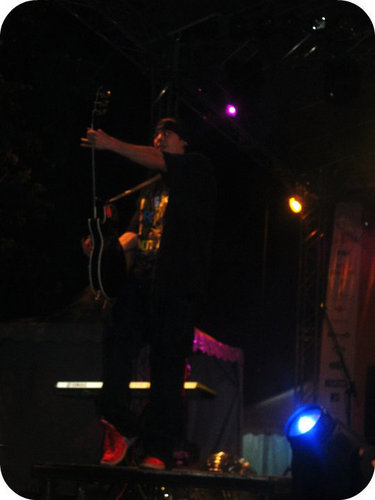 mi Tom rokeando!!