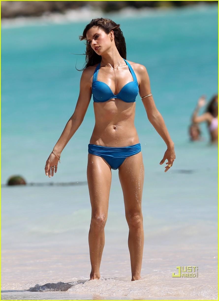 Alessandra Ambrosio Bikini Nude Photos 21