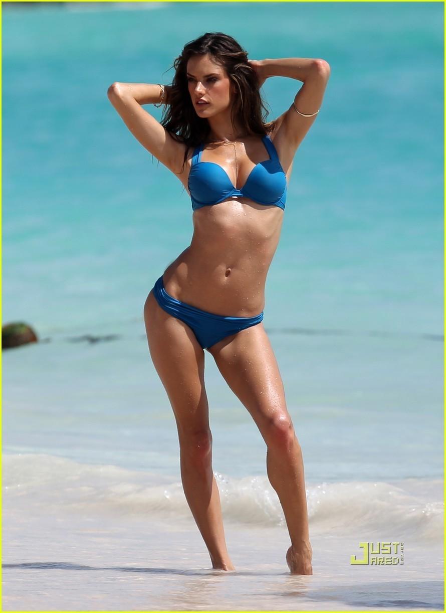 Alessandra Ambrosio Bikini Nude Photos 14