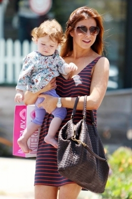 Alyson Hannigan wolpeyper titled Alyson out in LA 24.6.2010