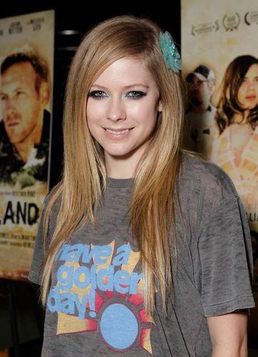 Avril Lavigne - July 19