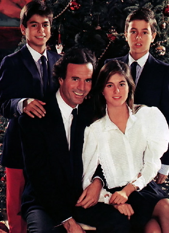 Julio Iglesias images Julio with his children wallpaper and background photos