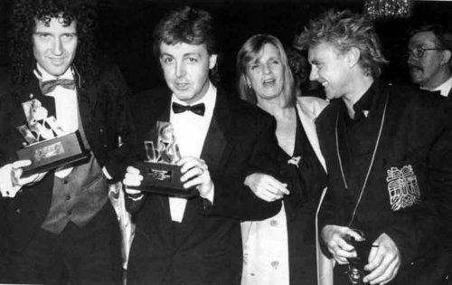 Paul McCartney 壁紙 called Paul & Linda,Brian May,Roger Taylor