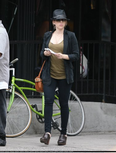 Scarlett Johansson out in NYC (June 24)