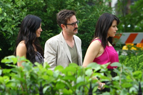 Scream 4 - Courteney Cox, Neve Campbell, and David Arquette on set