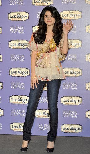 Selena Gomez Hintergrund entitled Selena Gomez !