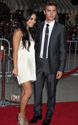Zac & Vanessa @ Charlie St. মেঘ LA Premiere
