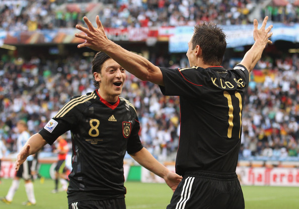 Deutsch Football Team images mesut preparing to hug klose to celebrate is goal vs argentina ...