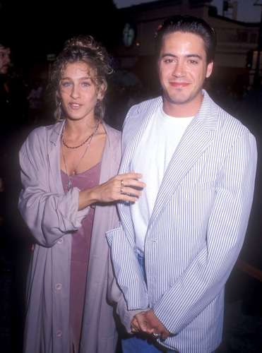 "Robert Downey Jr karatasi la kupamba ukuta titled ""Batman"" Los Angeles Premiere - 19th June 1989"