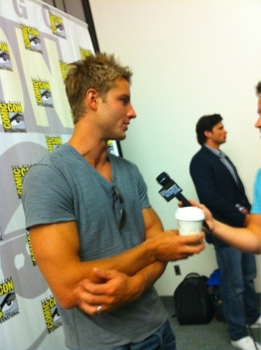 Justin Hartley Hintergrund titled ♥ Justin♥
