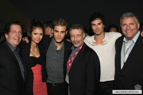 Comic con - ian-somerhalder-and-nina-dobrev Photo