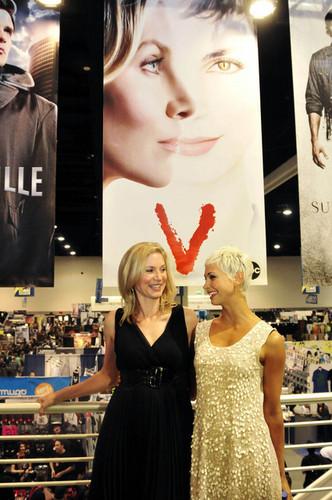 Elizabeth mitchell- Comic Con – V Panel 2010