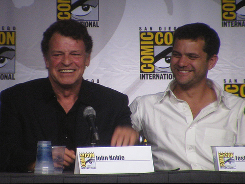 Fringe Cast Comic Con 2010 - fringe Photo
