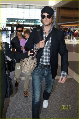 Halle Berry: South Africa with Nahla & Gabriel Aubry!