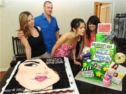 Selena Gomez Birthdate on Selena Gomez Happy Birthday