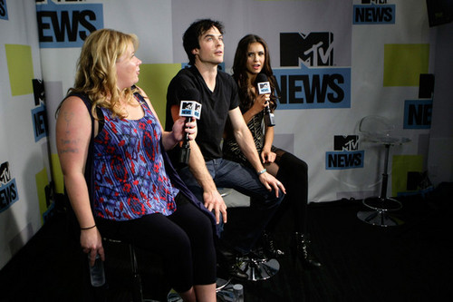 Ian & Nina @ MySpace And 엠티비 Tower During Comic-Con 2010