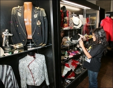 MJ's clothes (auction)