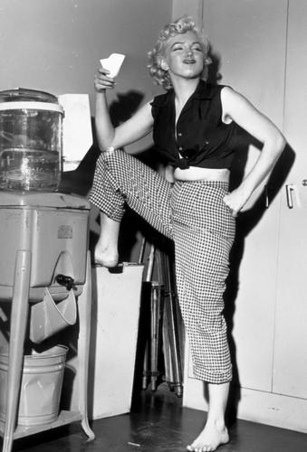 Marilyn Monroe karatasi la kupamba ukuta titled Marilyn