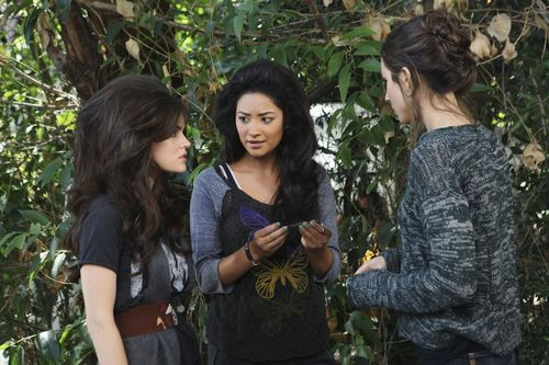 PLL Sneak Peek Pictures. 1x10 Keep Your 老友记 Close