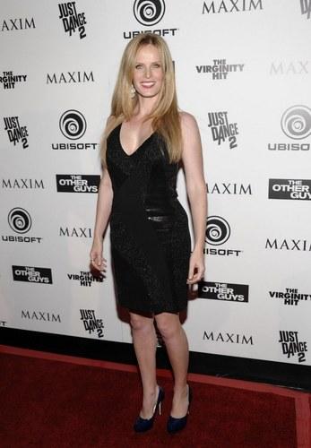 Rebecca Mader- fiesta de Maxim, Ubisoft, y Sony Pictures