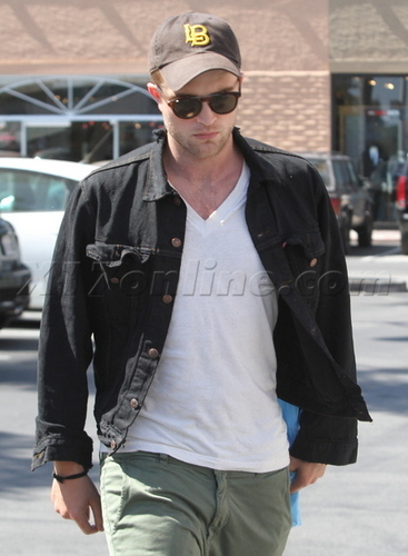 Rob @ a 'Salt' screening in Malibu
