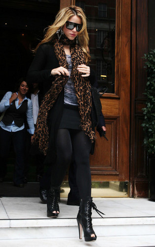 Shakira Leaves Her Hotel in London