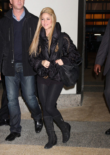 Shakira & Nick kanuni, cannon Leaving MTV Studios In NYC