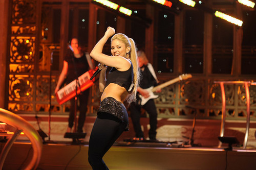 "Shakira Performing On ""Saturday Night Live!"""
