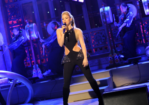 "Shakira Performing On ""Saturday Night Live!"""