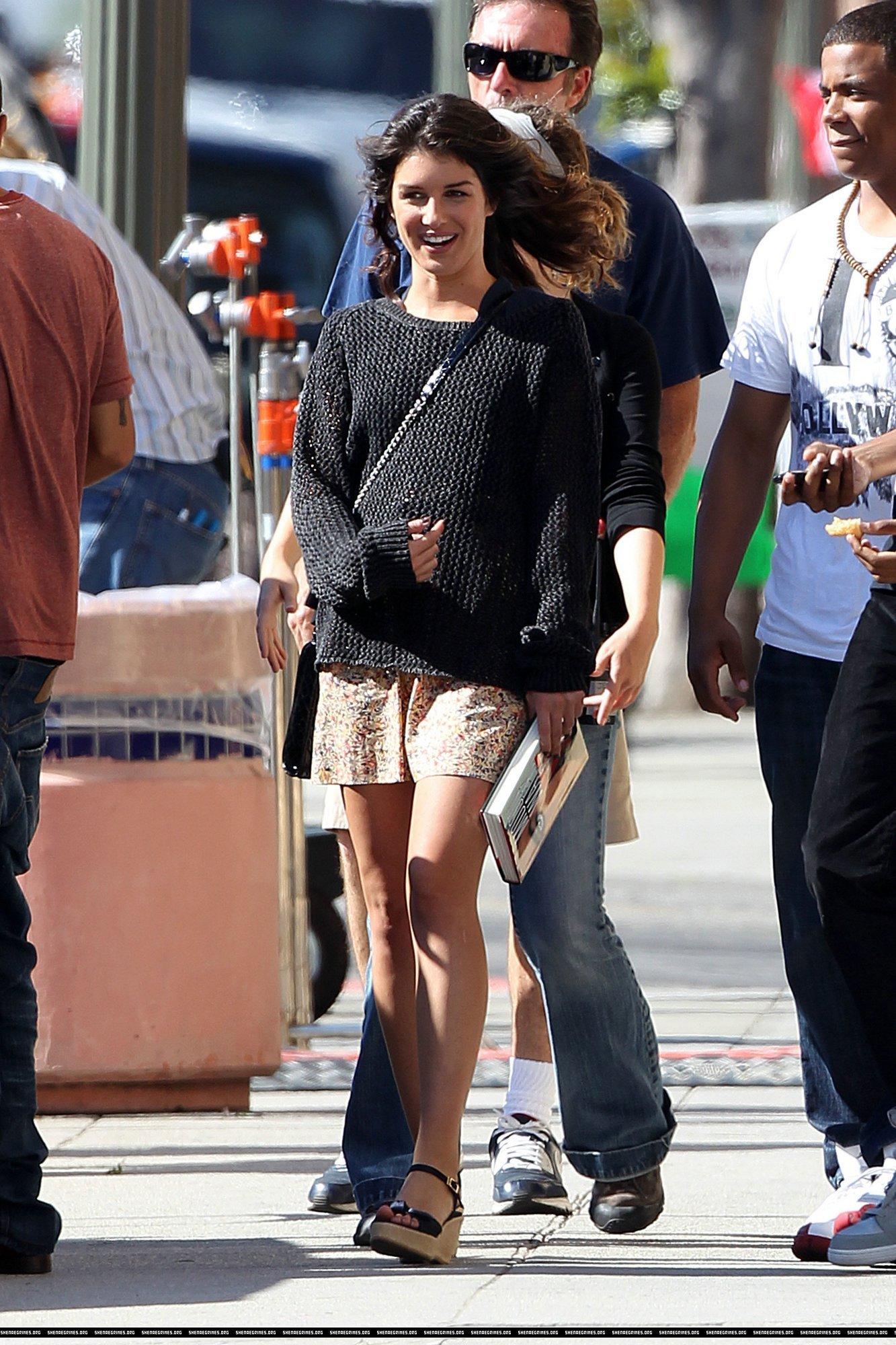 """Shenae on set of """"90210"""""""