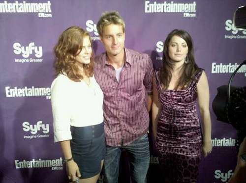 Thị trấn Smallville on the carpet at the EW Syfy Comic-Con party