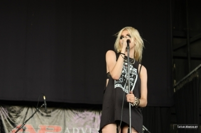 The Pretty Reckless: 2010 Vans Warped Tour > July 22: Charlotte, NC