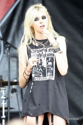 The Pretty Reckless: 2010 Vans Warped Tour > July 24: West Palm, FL