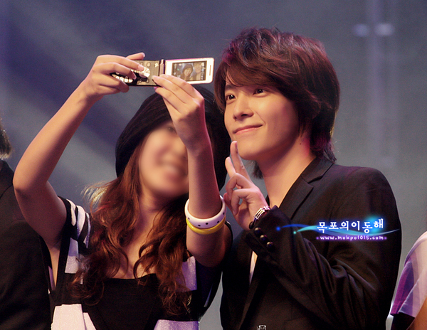 donghae with fans - selca