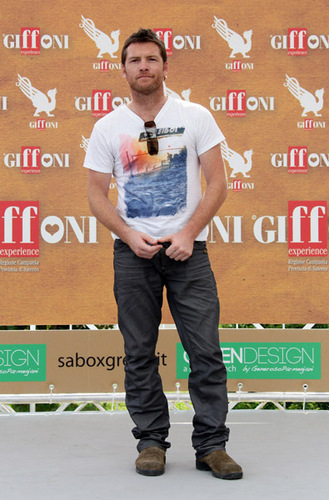 Sam Worthington hình nền entitled Sam Worthingt the Giffoni Award during Giffoni Experience 2010 on July 28, 2010 Italia