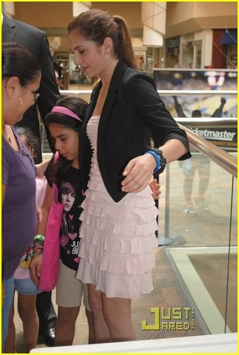 Alyson Stoner:Camp Rock@Rockaway Mall