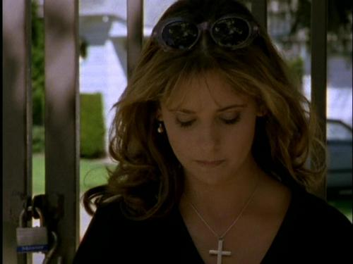 televisie achtergrond called Buffy the vampire slayer,Season 1,episode 2,the harvest